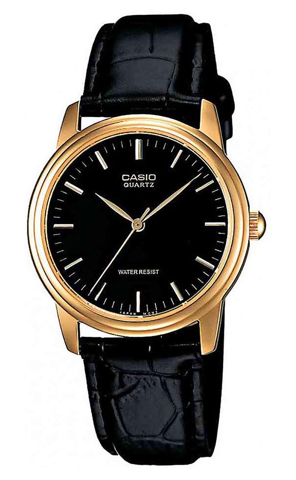 Часы мужские наручные Casio, цвет: золотистый, черный. MTP-1154PQ-1AMTP-1154PQ-1AСтильные мужские часы Casio выполнены из нержавеющей стали, натуральной кожи и минерального стекла. Часы оформлены символикой бренда. Корпус часов выполнен из нержавеющей стали и имеет степень влагозащиты равную 5 atm. Ремешок изделия выполнен из натуральной кожи с тиснением под рептилию, оснащен пряжкой, которая позволит моментально снимать и надевать часы без лишних усилий. Изделие поставляется в фирменной упаковке. Часы Casio подчеркнут мужской характер и отменное чувство стиля у их обладателя.