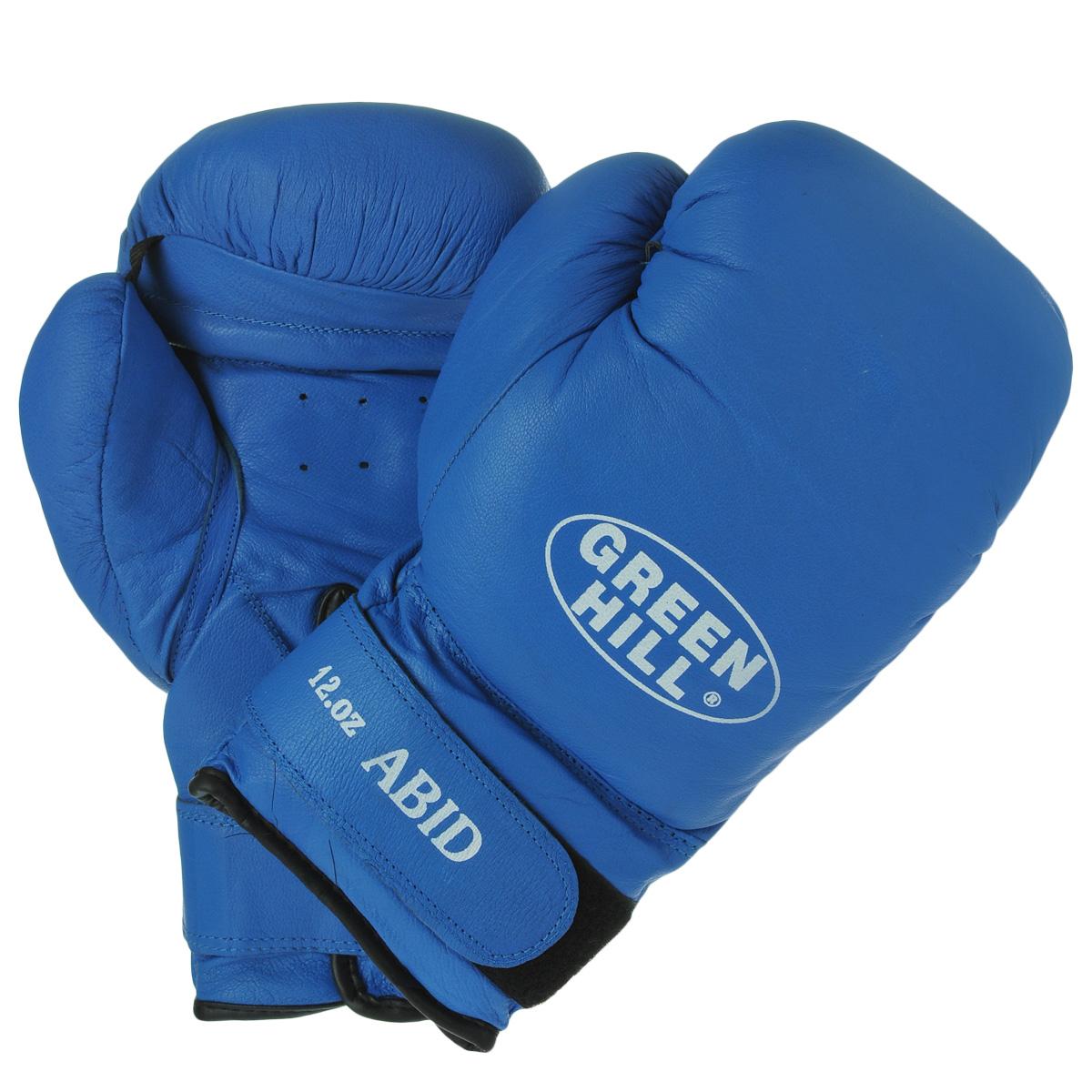 Перчатки боксерские Green Hill Abid, цвет: синий. Вес 12 унцийBGA-2024Боксерские тренировочные перчатки Green Hill Abid выполнены из натуральной кожи. Они отлично подойдут для начинающих спортсменов. Мягкий наполнитель из очеса предотвращает любые травмы. Широкий ремень, охватывая запястье, полностью оборачивается вокруг манжеты, благодаря чему создается дополнительная защита лучезапястного сустава от травмирования. Застежка на липучке способствует быстрому и удобному одеванию перчаток, плотно фиксирует перчатки на руке.