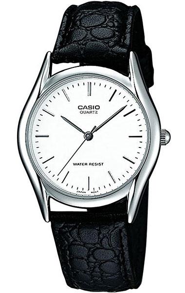 Часы наручные мужские Casio, цвет: серебристый, белый, черный. MTP-1154PE-7AMTP-1154PE-7AСтильные мужские часы Casio выполнены из нержавеющей стали, минерального стекла и натуральной кожи. Циферблат изделия оформлен символикой бренда. Часы оснащены полированным ударостойким корпусом, устойчивым к царапинам минеральным стеклом, а также степенью влагозащиты 3 atm. Часы дополнены ремнем из натуральной кожи с тиснением под рептилию и пряжкой, которая позволит максимально комфортно и быстро снимать и одевать часы. Изделие поставляется в фирменной упаковке. Часы Casio подчеркнут мужской характер и отменное чувство стиля у их обладателя.