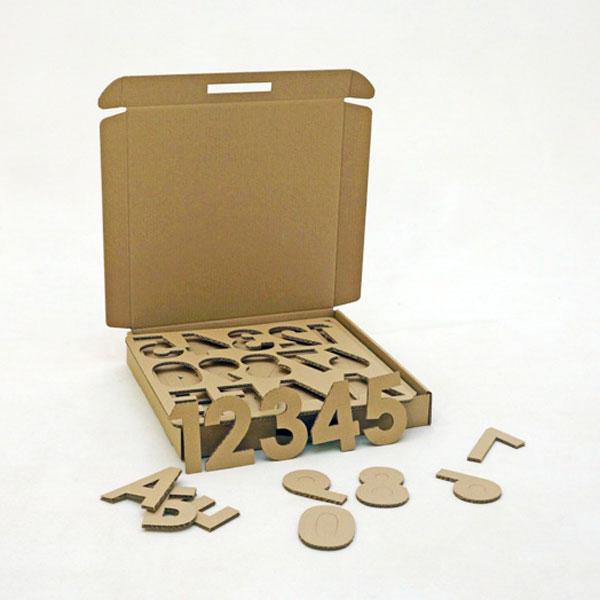 Набор игровой из картона МногоБукв4627094320065Наконец - то они появились! МногоБукв! Это набор так называется, но там есть и цифры и знаки препинания. В комплект входит 8 пластин из прочного 5-ти слойного картона с перфорированными буквами русского алфавита и цифрами. Часто используемые буквы повторяются. Высота одной буквы 12 см. Всего в наборе 74 буквы и 20 цифр. Что могут Многобукв: Учить – буквам, цифрам, слогам, словам, чтению, письму, счёту. Декорировать – все буквы и цифры большие, их удобно украшать, вешать за ленточки Играть с вами– они будят фантазию. Их можно оживить, придумать с ними историю, куда-нибудь поселить. А ещё из пластин от букв получатся прекрасные трафареты, по которым можно обводить, штамповать, закладывать в них тесто или пластилин. Очень интересный набор получился!