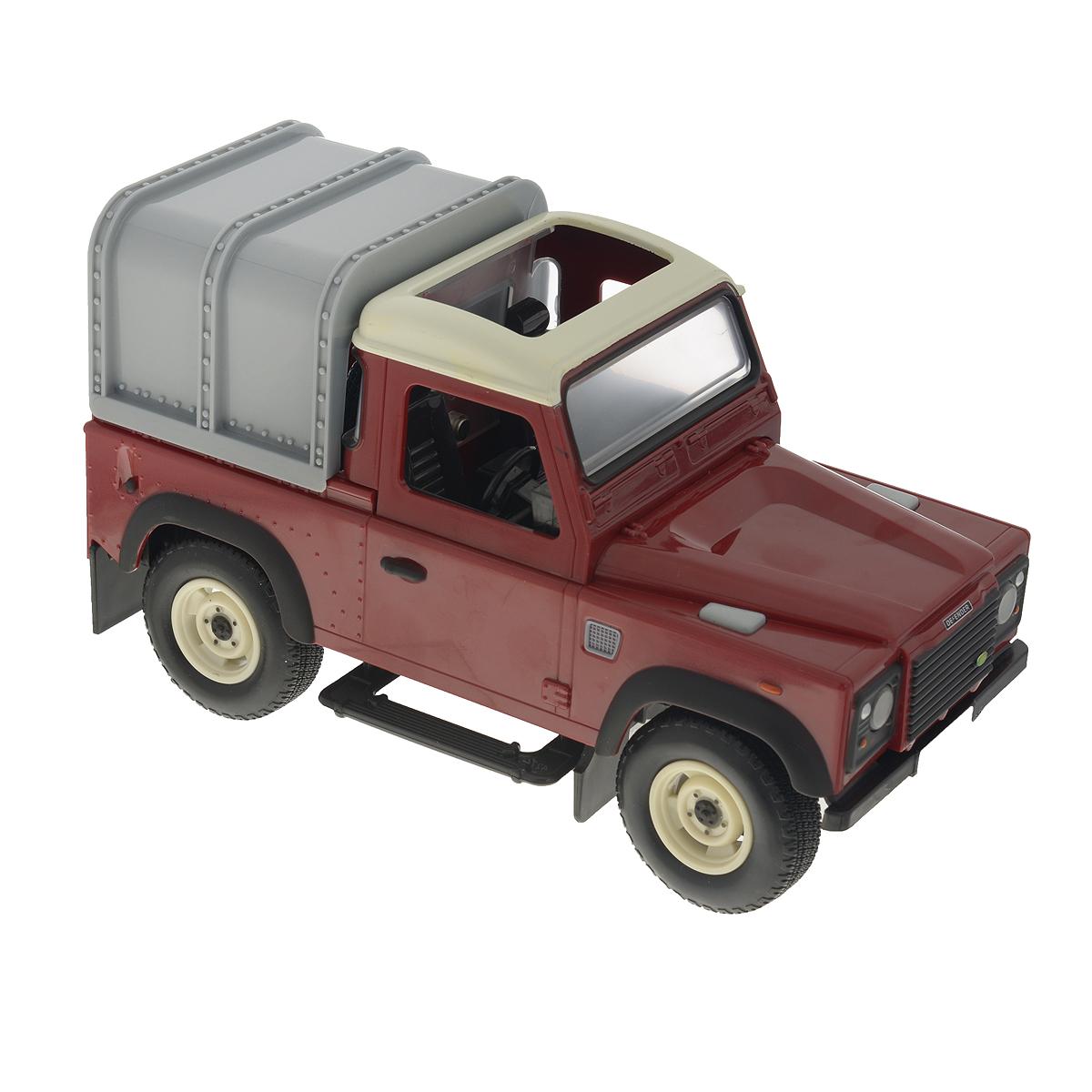 Tomy Модель автомобиля Land Rover Defender42707A2_бордовыйАвтомобиль TOMY Land Rover Defender, изготовленная из прочного пластика, это уменьшенная модель настоящего внедорожника, выполненная в высоком качестве и с большим вниманием к деталям. Такая машина идеально подходит для сельскохозяйственных работ. Модель оснащена реалистичной съемной кабиной, сиденьем водителя внутри и вращающимся рулем. Сзади имеется крепление для прицепа. Игрушка оснащена реалистичными световыми и звуковыми эффектами, фары светятся. У внедорожника мощные прорезиненные колеса, что обеспечивает сохранность напольного покрытия. Благодаря высококачественному прочному пластику машина замечательно подойдет и для игр на улице. Совместим с другими моделями и игрушками серии Britains Big Farm. Рекомендуется докупить 3 батарейки типа ААА (товар комплектуется демонстрационными).