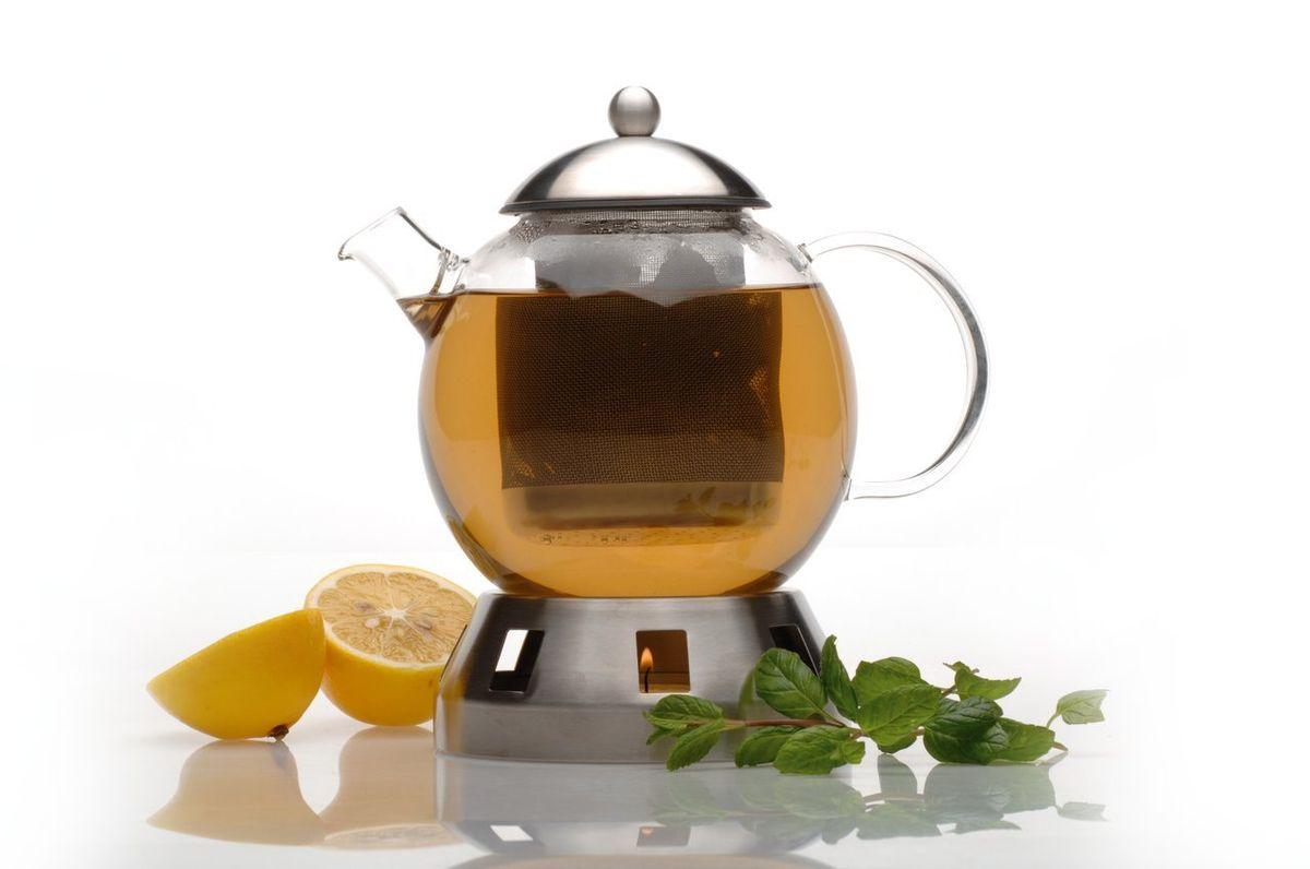 Заварочный чайник Dorado 1,3 л , цвет: металлик1107035Заварочный чайник Dorado 13х19,5х13 см, 1,3 л выполнен из термостойкого стекла. Мелкосетчатый фильтр из нержавеющей стали позволяет насладится чаем без попадания чаинок в Вашу чашку. Контроль за процессом заварки, благодаря прозрачному стеклу, позволит получить чай желаемой крепости. Выдерживает нагрев 180 °С. В комплект входит подставка из наржавеющей стали, куда можно поставить свечку для поддержания температуры в чайнике. Полировка матовая. Можно мыть в посудомоечной машине. Упакован в подарочную коробку.