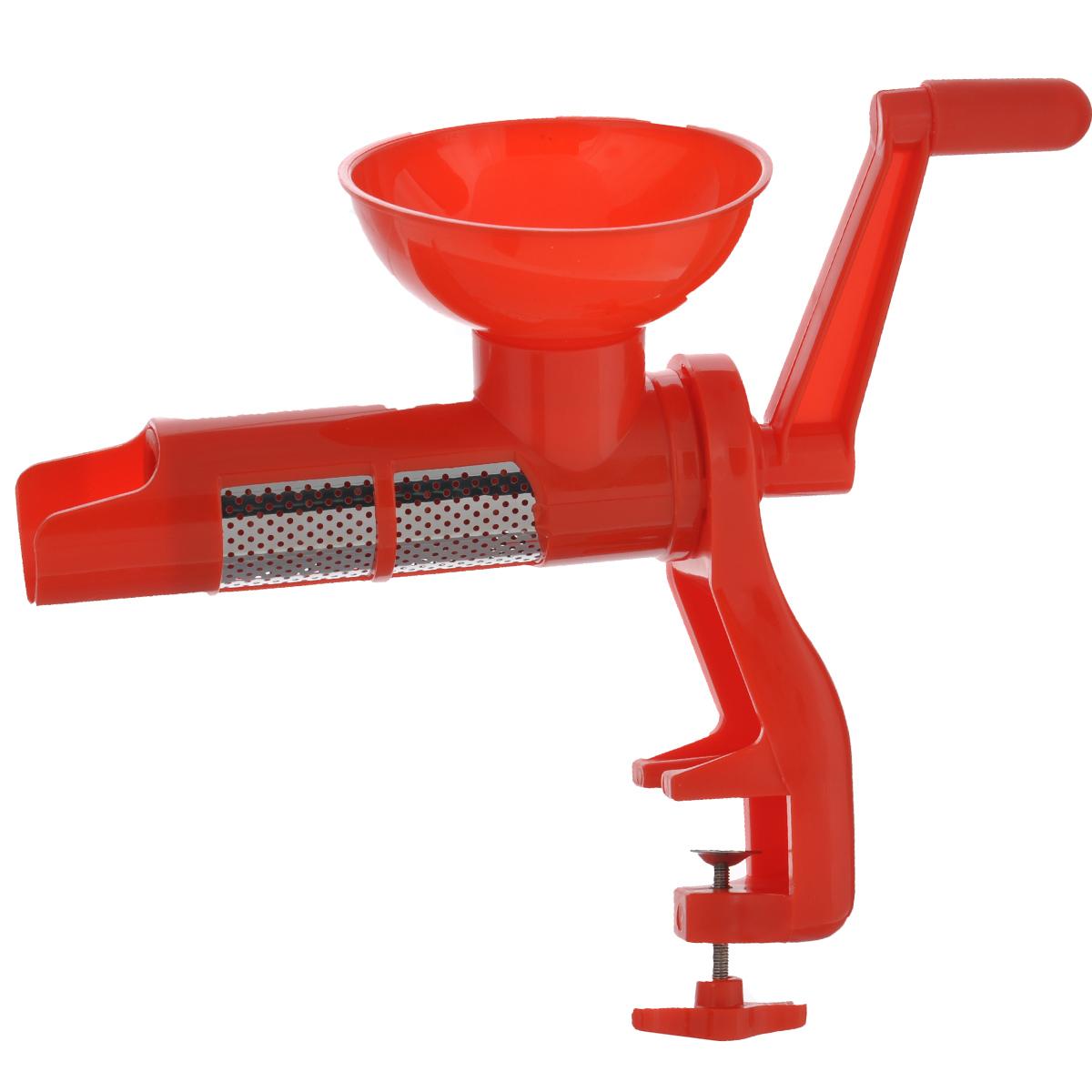 Соковыжималка для томатов House & Holder, цвет: красныйDS013Соковыжималка House & Holder выполнена из пластика с металлическим шнеком. Она предназначена для получения сока и мякоти томатов. Соковыжималка очень проста в использовании: установите ее на столе или любой другой подходящей поверхности и зафиксируйте с помощью винта-зажима. Поставьте тарелку под цилиндрическую часть терки с маленькими отверстиями, куда будет стекать сок с мякотью, и еще одну тарелку - для отходов. Положите нарезанные томаты в чашу, поворачивайте ручку вправо, и сок начнет стекать. В случае блокировки и засора терки поверните ручку против часовой стрелки, вытяните цилиндрическую часть терки, помойте ее и вставьте обратно.