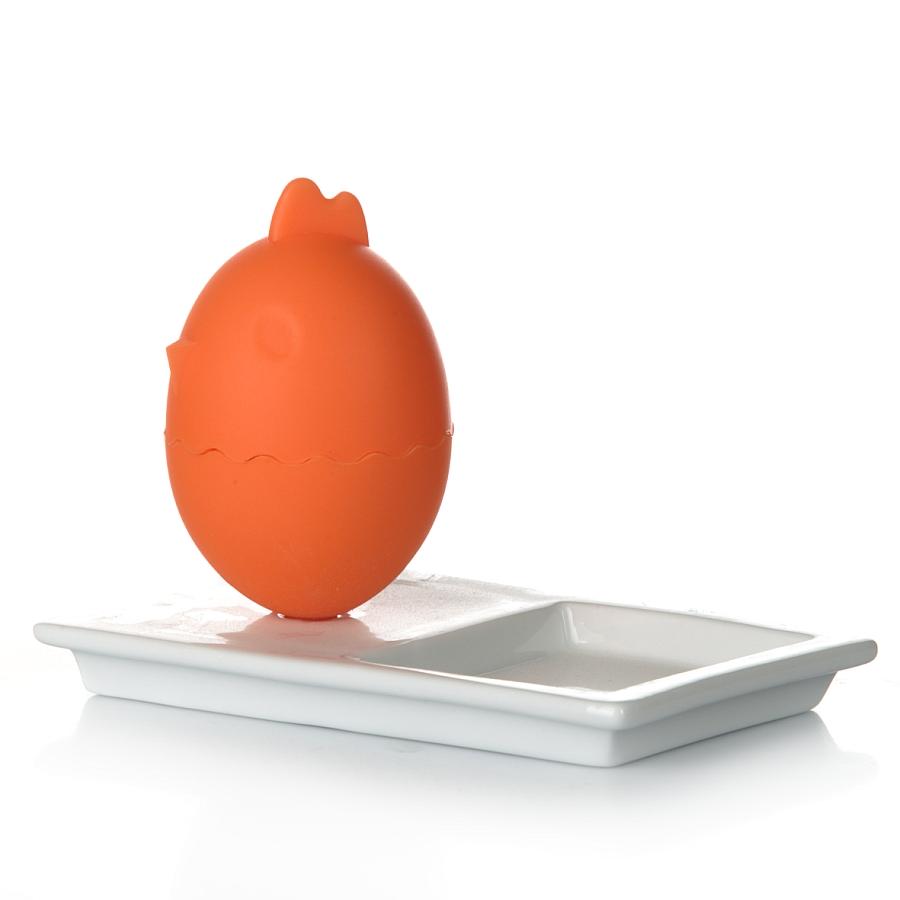 Подставка для яиц Gotoff Петушок, с подносом, цвет: оранжевый7D388Подставка для яиц Gotoff Петушок изготовлена из силикона в виде петуха. Изделие располагается на керамическом подносе прямоугольной формы. Такая подставка станет не только приятным подарком, но и практичным сувениром. Диаметр подставки: 5,5 см. Высота подставки: 8,5 см. Размер подноса: 14 см х 9 см х 1,5 см.