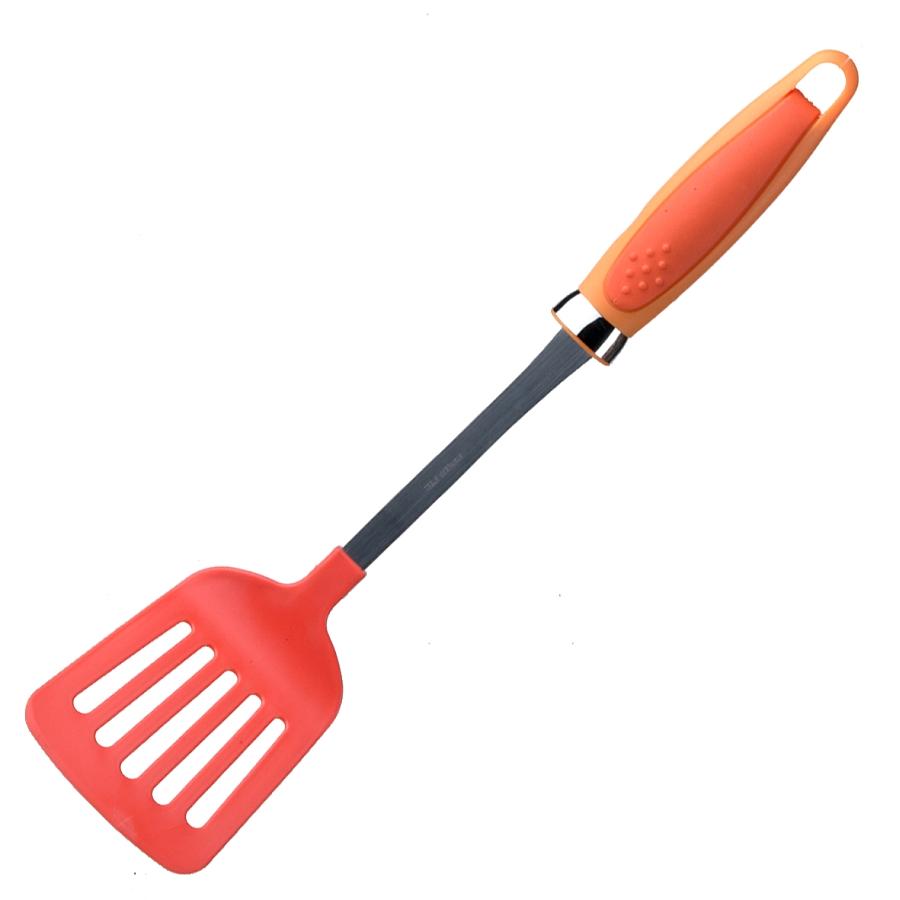 Лопатка с прорезями LaSella, цвет: красный, длина 34 смQ2-3/RЛопатка с прорезями LaSella выполнена из высококачественного цветного пластика. Изделие безопасно для посуды с антипригарным и керамическим покрытием. Эргономичная рукоятка обеспечивает надежный хват. Лопатка с прорезями LaSella станет отличным дополнением к коллекции ваших кухонных аксессуаров. Длина лопатки: 34 см. Размер рабочей поверхности: 8 см х 10,5 см.
