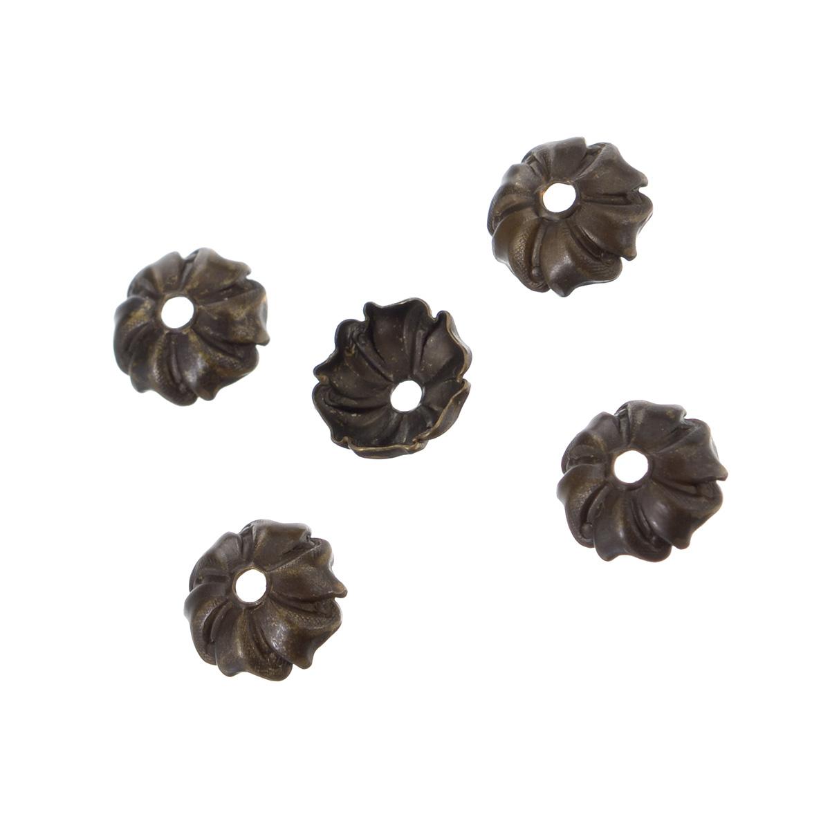 Шапочка для бусин Vintaj Вертушка, диаметр 7,5 мм, 5 штBC0005RRНабор Vintaj Вертушка, изготовленный из металла, состоит из 5 шапочек для бусин. Набор позволит вам своими руками создать оригинальные ожерелья, бусы или браслеты. Шапочки обрамляют бусины и придают законченный красивый вид изделию. Их можно крепить как с одной, так и с обеих сторон бусины. Это прекрасная фурнитура для создания бижутерии. Изготовление украшений - занимательное хобби и реализация творческих способностей рукодельницы, это возможность создания неповторимого индивидуального подарка. Диаметр шапочки: 7,5 мм.