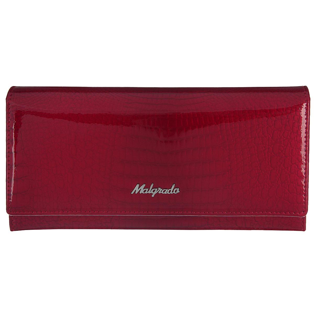 Кошелек женский Malgrado, цвет: красный. 72032-3-4472032-3-44Стильный кошелек Malgrado выполнен из натуральной лакированной кожи с декоративным тиснением под рептилию и оформлен металлическим элементом с логотипом бренда. . Изделие содержит два отделения. Первое отделение предназначено для монет, состоит из двух карманов и закрывается на рамочный замок. Второе отделение раскладывается, закрывается на клапан с кнопкой. Отделение включает в себя: девять кармашков для визиток или пластиковых карт, одно из которых для фотографии, один потайной карман для документов, четыре отделения для купюр, одно из них на молнии. Кошелек упакован в подарочную коробку с логотипом фирмы. Такой кошелек станет замечательным подарком человеку, ценящему качественные и практичные вещи.