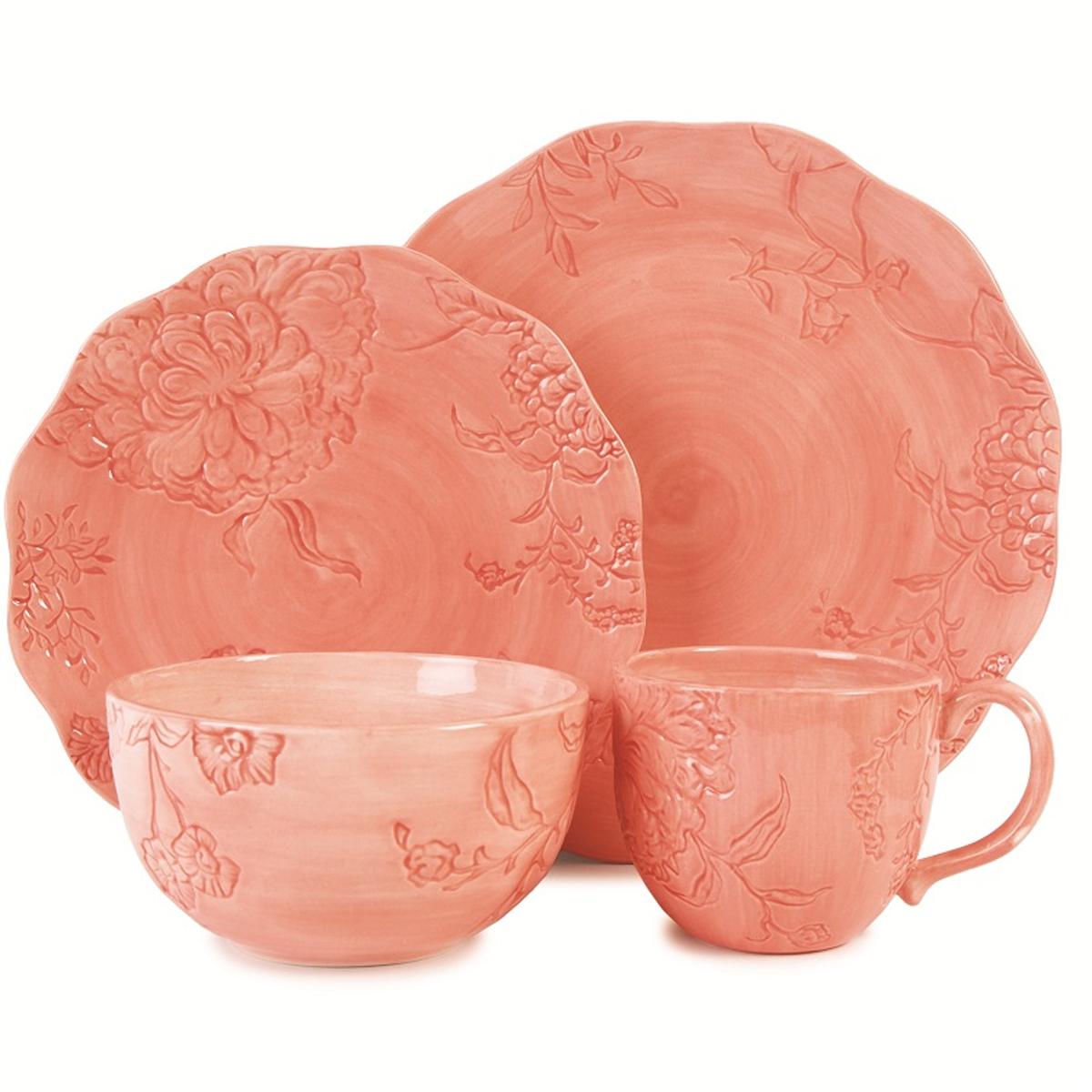 Набор столовой посуды Fitz and Floyd Гортензия, 4 предмета20-315Набор столовой посуды Fitz and Floyd Гортензия изготовлен из высококачественной керамики, состоящий из двух тарелок разных размеров, супницы и кружки. Изделия оформлены рельефным цветочным рисунком. Такая посуда уникальна своим дизайном, поскольку раскрашена вручную. Набор столовой посуды Fitz and Floyd Гортензия будет уместен на любой кухне и прекрасно подойдет для сервировки праздничного стола. Можно использовать в микроволновой печи, а также мыть в посудомоечной машине. Диаметр большой тарелки: 27,5 см. Высота большой тарелки: 3 см. Диаметр малой тарелки: 23,5 см. Высота большой тарелки: 2,5 см. Диаметр супницы: 14,5 см. Высота супницы: 8 см. Объем кружки: 500 мл. Диаметр кружки (по верхнему краю): 10 см. Высота кружки: 9,5 см.