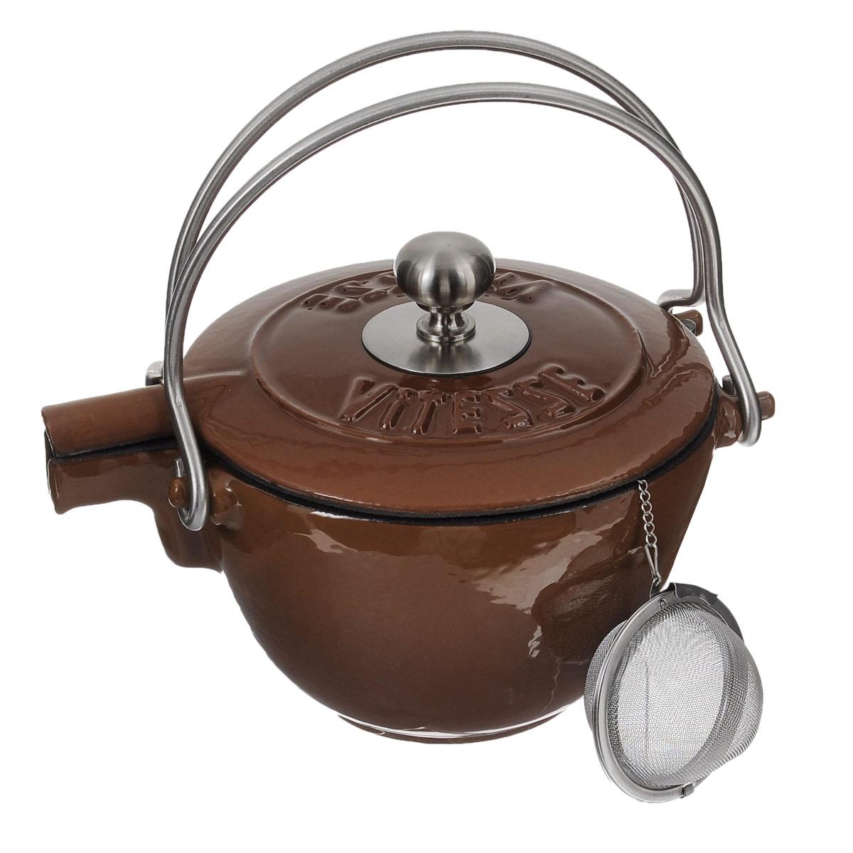 Чайник заварочный Vitesse Ferro, с ситечком, цвет: коричневый, 1,15 лVS-2329_коричневыйЗаварочный чайник Vitesse Ferro изготовлен из чугуна с эмалированной внутренней и внешней поверхностью. Эмалированный чугун - это железо, на которое наложено прочное стекловидное эмалевое покрытие. Такая посуда отлично подходит для приготовления традиционной здоровой пищи. Чугун является наилучшим материалом, который долго удерживает и равномерно распределяет тепло. Благодаря особым качествам эмали, чем дольше вы используете посуду, тем лучше становятся ее эксплуатационные характеристики. Чугун обладает высокой прочностью, износоустойчивостью и антикоррозийными свойствами. Чайник оснащен двумя металлическими ручками и крышкой. Металлическое ситечко на цепочке с крючком - в комплекте. Можно готовить на газовых, электрических, стеклокерамических, галогенных, индукционных плитах. Подходит для мытья в посудомоечной машине. Высота чайника (без учета ручки и крышки): 10,5 см. Диаметр чайника (по верхнему краю): 15,5 см. Диаметр ситечка: 6 см....