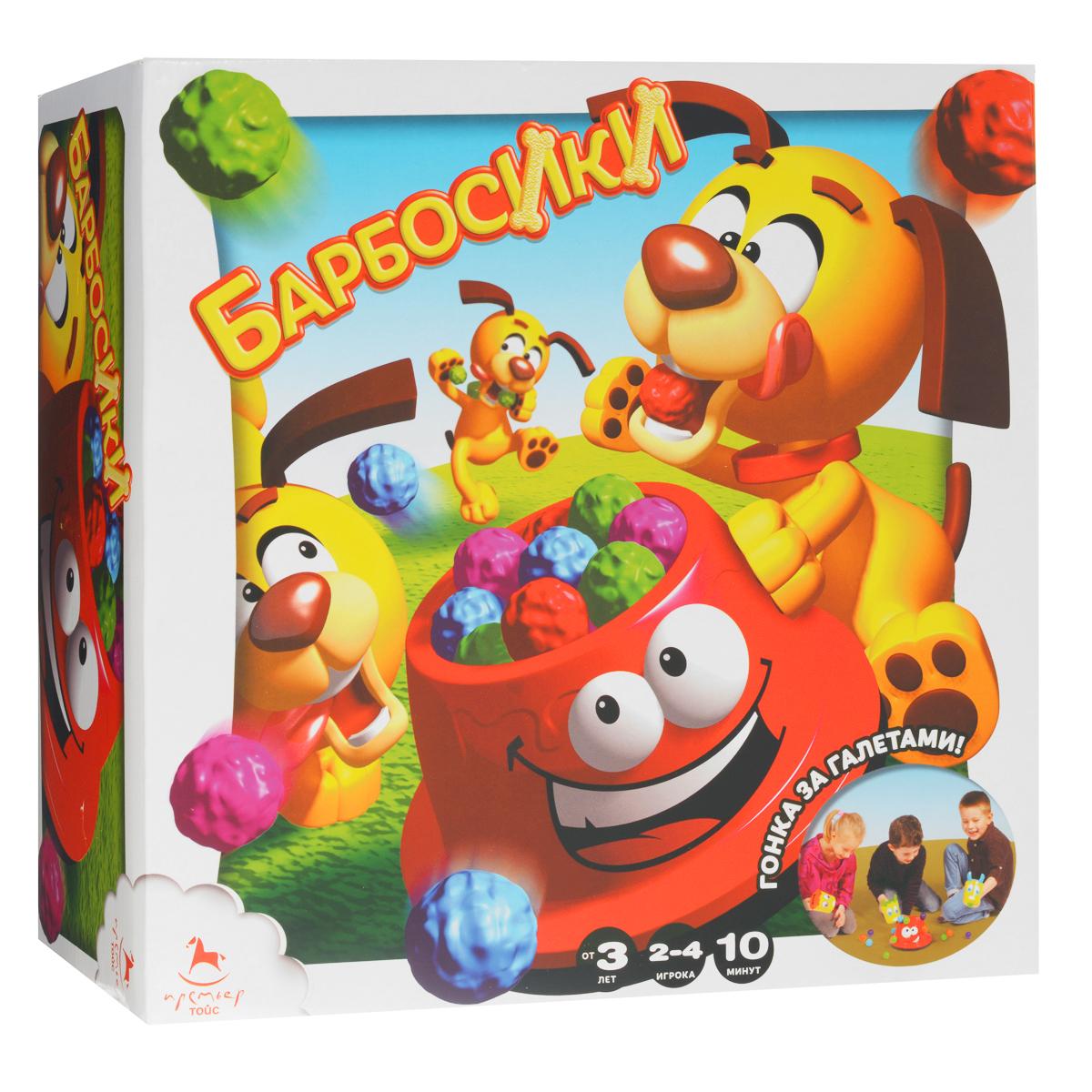 Настольная игра Asmodee БарбосикиJact03RuНастольная игра Asmodee Барбосики - это веселая подвижная игра для малышей, рассчитанная на 2-4 игроков. Цель игры - накормить своего Барбосика разноцветными шариками-галетами, а для этого нужно быстро и правильно решить забавные задания на карточках. В эту игру с одинаковым азартом будут играть как трехлетние малыши, так и младшие школьники, ведь игровой процесс в равной степени увлекает непосед разного возраста. Игра не требует длительного изучения правил: выберите цвет своего Барбосика, наденьте на ковш соответствующую крышку, наклейте наклейки. Теперь щенки готовы кушать! Опустите дно миски до упора и потяните за косточку-рычаг. Насыпьте внутрь цветные шарики и нажмите на лапку - шарики начнут подниматься, а затем будут выпадать наружу. Как только шарики упадут на пол - можно приступать к игре. Ударяйте по шарикам ковшиком, чтобы собрать их внутрь. Дети будут состязаться друг с другом, развивая зрительно-моторную координацию, внимательность, цветовое восприятие,...