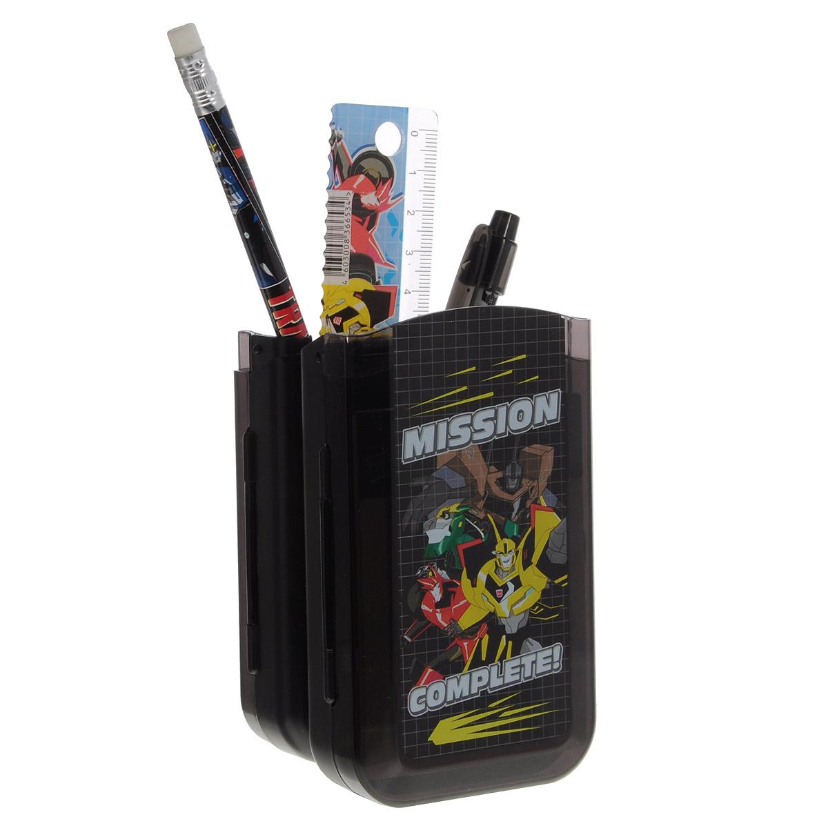 Набор канцелярский Transformers PrimeTRCB-US1-75409-HНабор канцелярский Complete: Transformers Prime станет незаменимым атрибутом в учебе любого школьника. Он включает в себя карандаш ч/г с ластиком, пенал пластиковый складной, линейка прозрачная 15 см, Ручка снабжена прорезиненной вставкой, обеспечивающей надежный и комфортный захват. Подача стержня производится путем нажатия на кнопку в верхней части ручки. Точилка малая, блокнот клеевой, ластик прямоугольный (обернутый бумагой). Все элементы набора оформлены оригинальным изображением трансформера. Такой набор понравится любому мальчику, с ним учеба или творчества станут стильными и увлекательными.