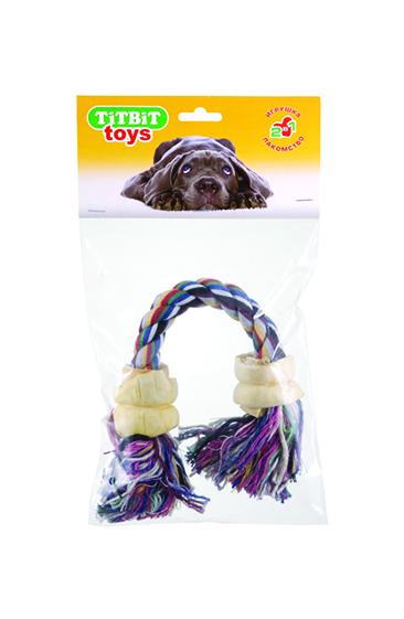 Игрушка-лакомство для собак Titbit, канат с двумя роллами из говяжьей кожи3Игрушка-лакомство Titbit - это оригинальная и привлекательная для собак комбинация игрушки и ароматного натурального лакомства - двух ролл их говяжьей кожи. Структура каната и лакомства способствует укреплению десен, очищению зубов собаки от налёта и снижению риска образования зубного камня. Вкус: говяжья кожа. Состав: высушенная говяжья кожа, 100% хлопковый канат. Товар сертифицирован.