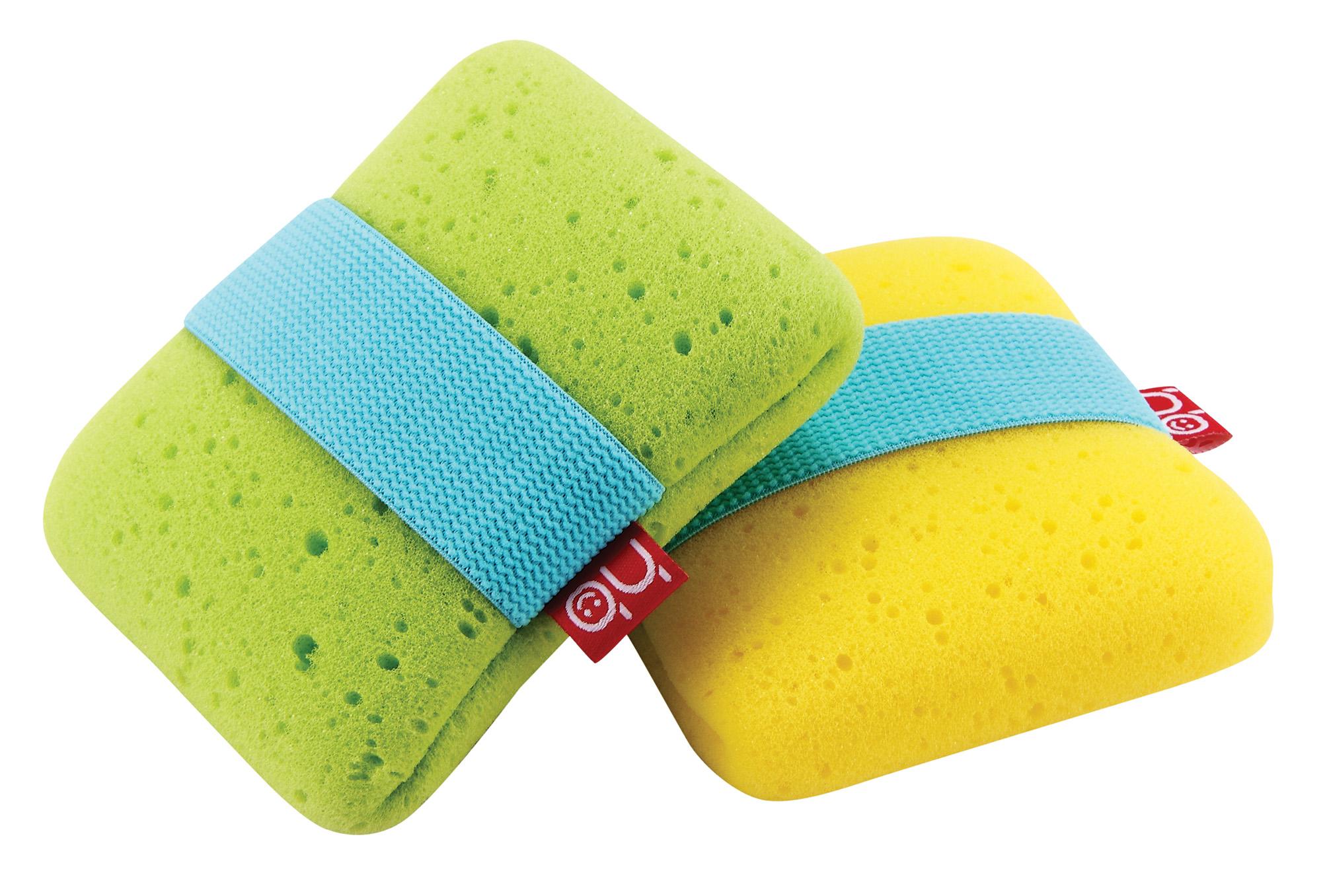 Happy Baby Мочалка Sponge+ с эластичным фиксатором на руку цвет зеленый35004_зеленыйМягкая мочалка Sponge+ разработана специально для нежной кожи малыша. Прекрасно подходит для новорожденных. Благодаря высококачественному мягкому материалу, из которого выполнена мочалка, купание для вашего ребёнка станет ещё приятней. Эластичная резинка позволит плотно зафиксировать мочалку на руке. Для большего удобства имеется маленький кармашек, в который можно при необходимости положить мыло.