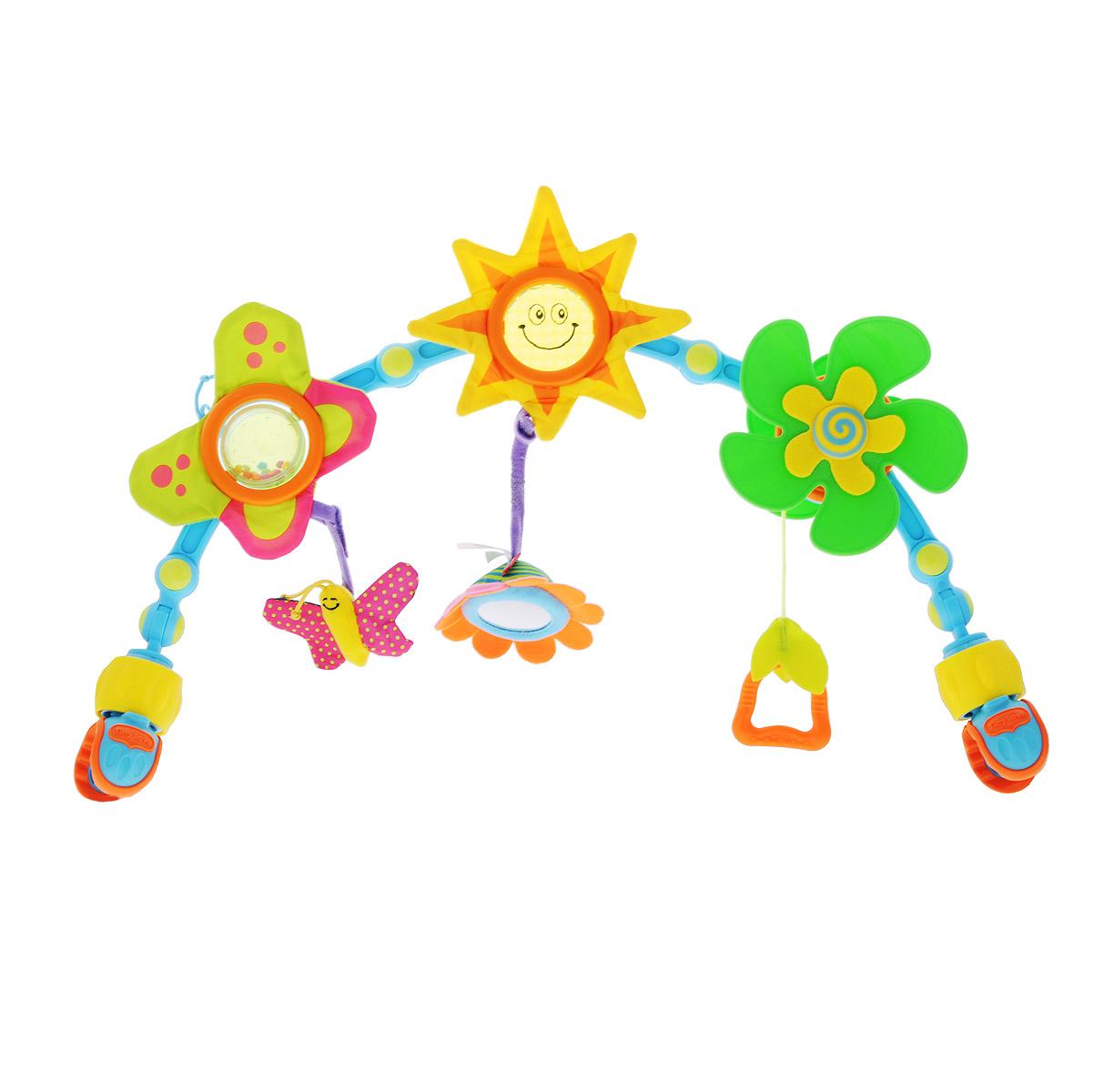 Дуга-трансформер Tiny Love, с держателем для ручек6021000Дуга-трансформер Tiny Love, рекомендуемая для детей с рождения, оформлена изображением веселого солнышка, цветочка и пропеллера. У солнышка шуршащие лучики, к одному из которых крепится цветочек с безопасным зеркальцем посередине. Лепестки цветочка также выполнены из шуршащего материала, посередине у него прозрачный шарик с разноцветными бусинками внутри, гремящими при вращении шарика. К лепестку крепится маленькая бабочка с шуршащими крылышками. К пропеллеру прикреплен держатель для ручек. Дуга-трансформер имеет четыре подвижных шарнира, с помощью которых можно изменять высоту и расположение. Крепится дуга при помощи двух зажимов. Дуга-трансформер Tiny Love развивает у ребенка слух, осязание, цветовое восприятие, мелкую моторику рук и тактильные ощущения. Характеристики: Материал: текстиль, пластик. Длина дуги (без учета зажимов): 46 см. Диаметр пропеллера: 15 см. Рекомендуемый возраст: от 0 месяцев. Размер упаковки: 50 см x 31 см x 7...