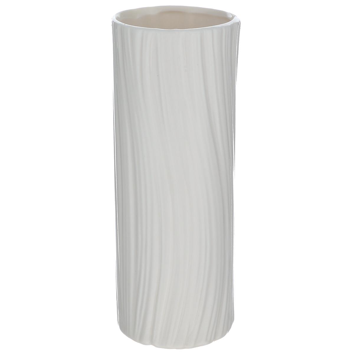Ваза декоративная Blossom Line, цвет: белый, высота 20 смBL0130103Оригинальная ваза Blossom Line изготовлена из керамики. Рельефная волнообразная поверхностью вазы делает ее изящным украшением интерьера. При желании изделие можно оформить по собственному вкусу, например раскрасив его красками. Ваза Blossom Line дополнит интерьер офиса или дома и станет желанным и стильным подарком. Диаметр вазы: 7 см. Высота вазы: 20,5 см.