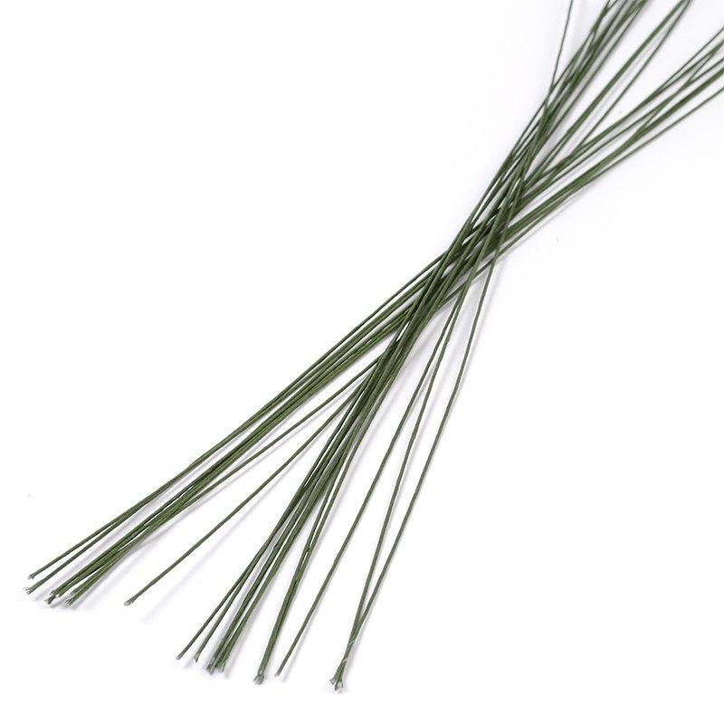 Проволока для флористики Fleur, цвет: зеленый, 24х12, 20 штР-0111Проволока для флористики Fleur, выполненная из стали в бумажной оплетке, служит каркасом для цветка из глины и является необходимым элементом при создании цветов в технике керамическая флористика. Нужный размер проволоки зависит от размера цветка и веса его бутона. Проволока также используется для изготовления аксессуаров и декораций в цветочных композициях. Флористическая проволока - один из самых востребованных и необходимых материалов для создания композиций из растений. Она станет незаменимым аксессуаром для каждого фитодизайнера и поможет в реализации идей. Номер проволоки: 24. Длина (в дюймах): 12. Длина (в см): 30.