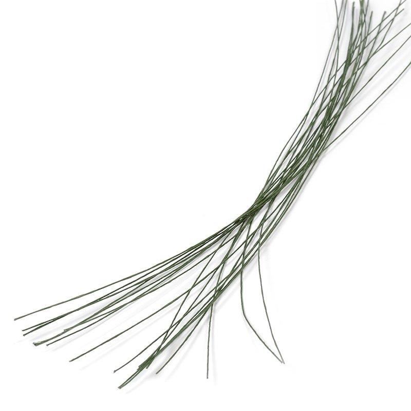 Проволока для флористики Fleur, цвет: зеленый, 26х12, 20 штР-0113Проволока для флористики Fleur, выполненная из стали в бумажной оплетке, служит каркасом для цветка из глины и является необходимым элементом при создании цветов в технике керамическая флористика. Нужный размер проволоки зависит от размера цветка и веса его бутона. Проволока также используется для изготовления аксессуаров и декораций в цветочных композициях. Флористическая проволока - один из самых востребованных и необходимых материалов для создания композиций из растений. Она станет незаменимым аксессуаром для каждого фитодизайнера и поможет в реализации идей. Номер проволоки: 26. Длина (в дюймах): 12. Длина (в см): 30.
