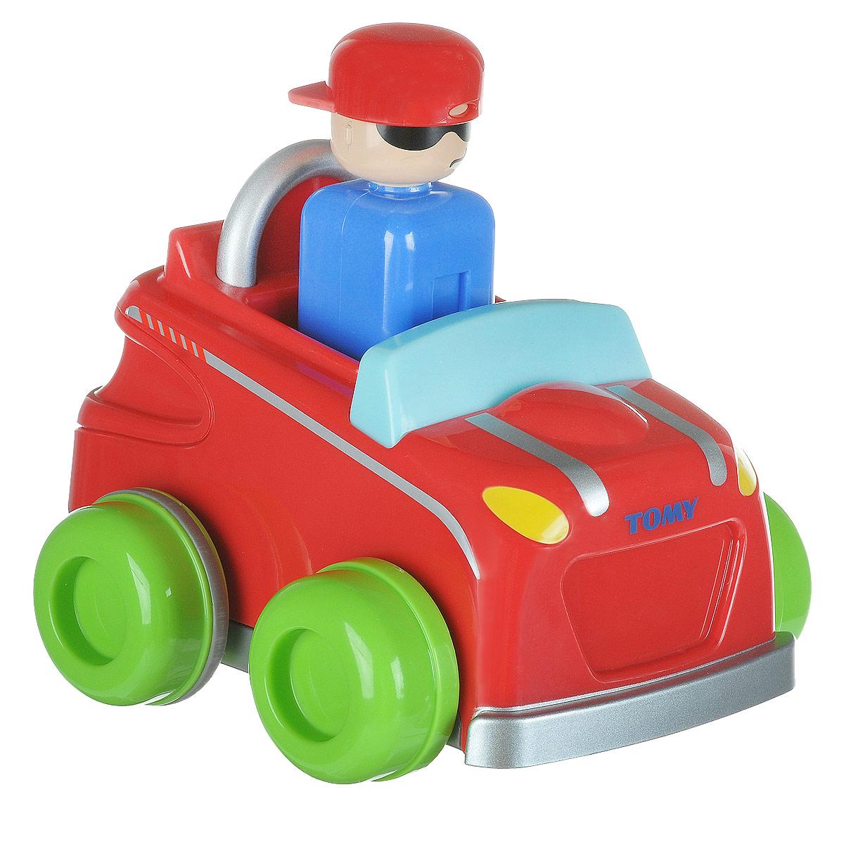 Tomy Машинка-игрушка Push n Go Car цвет красныйE1012_красная машинаРазвивающая игрушка Tomy Push n Go Car обязательно привлечет внимание вашего малыша и не позволит ему скучать. Она выполнена из высококачественного пластика в виде яркой машинки со встроенной фигуркой водителя. Чтобы машинка начала свое движение, необходимо просто нажать на голову водителя. Машинка поможет малышу в развитии тактильных ощущений, мелкой моторики рук и координации движений. Порадуйте своего малыша такой интересной игрушкой!
