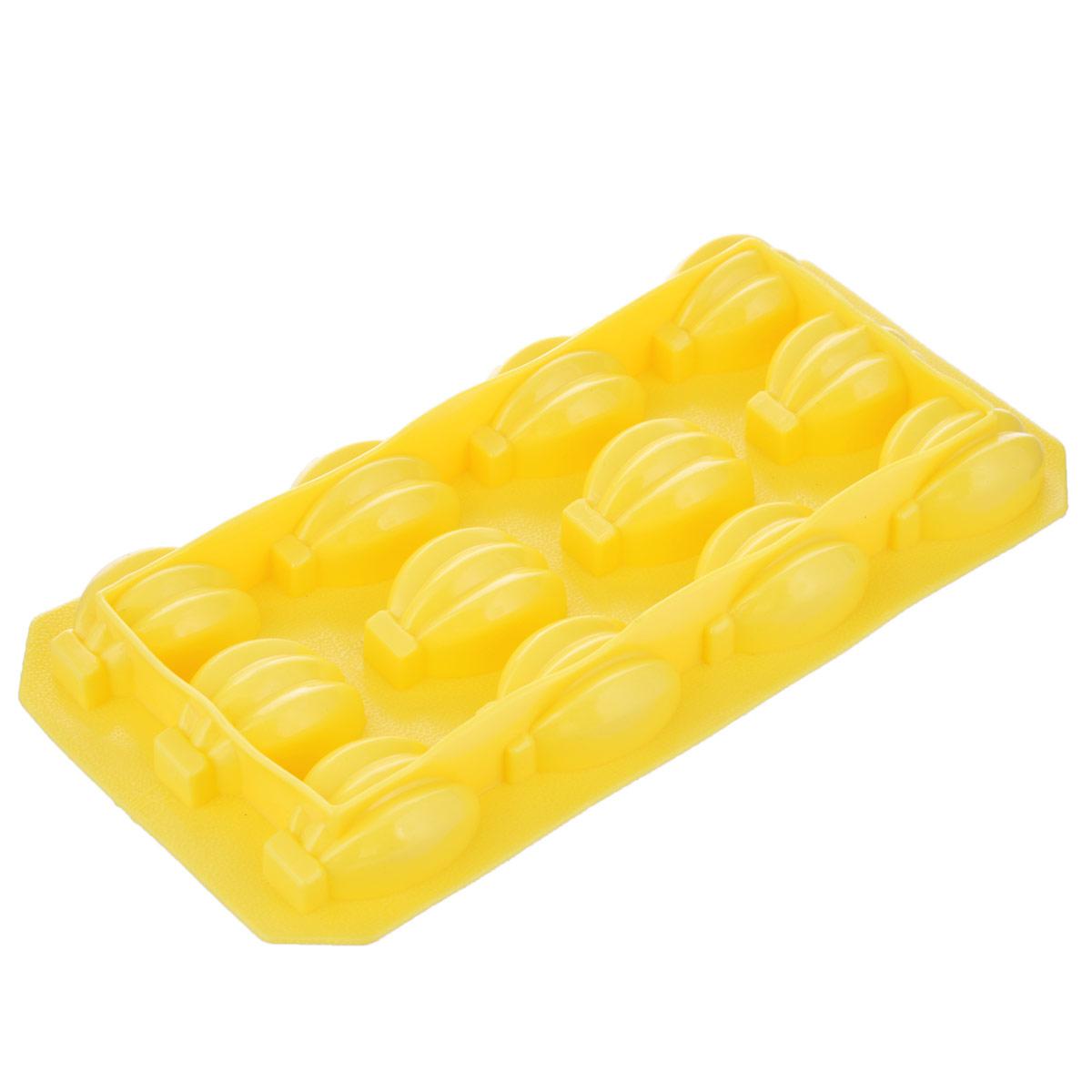 Форма для льда Fackelmann Банан, цвет: желтый, 12 ячеек49387_желтыйФорма для льда Fackelmann Банан выполнена из силикона. На одном листе расположено 12 формочек. Благодаря тому, что формочки изготовлены из мягкого материала, готовый лед вынимать легко и просто. Чтобы достать льдинки, эту форму не нужно держать под теплой водой или использовать нож. Теперь на смену традиционным квадратным пришли новые оригинальные формы для приготовления фигурного льда, которыми можно не только охладить, но и украсить любой напиток. В формочки при заморозке воды можно помещать ягодки, такие льдинки не только оживят коктейль, но и добавят радостного настроения гостям на празднике!