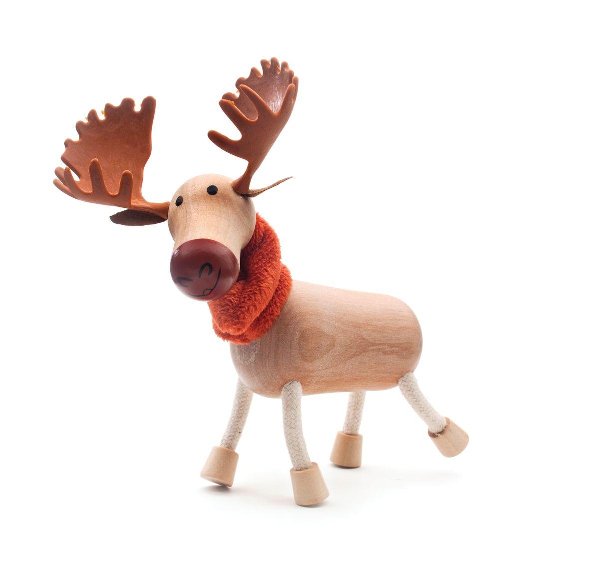 Игрушка деревянная Anamalz ЛосьMO2010Придуманные австралийским дизайнером Луизой Косан-Скотт, игрушки AnaMalz завоевали более 15 отраслевых наград, включая Австралийскую международную награду в области дизайна, присуждаемую организацией Standards Australia. - Игрушки AnaMalz предназначены для детей от 3 лет - AnaMalz изготовлены из дерева, называемого schima superba или «игольчатое дерево» (быстрорастущее дерево, выращиваемое на лесных плантациях) - Рога изготовлены из термопластичной резины (TPR) – материала, одобренного Управлением по контролю качества пищевых продуктов и медикаментов (FDA). Смесь TPR с древесной мукой является экологичной альтернативой пластмассе - Все игрушки AnaMalz раскрашиваются вручную с использованием безопасной для детей краски и клея без содержания формальдегида - Древесные отходы от производства AnaMalz используются на ферме для выращивания грибов AnaMalz завоевали популярность во всем мире. Они стали участниками телевизионных шоу TODAY, шоу Марты Стюарт, Daily Candy Kids и USA...
