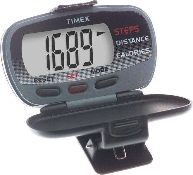 Часы наручные мужские Timex T5E011, цвет: черныйT5E011Электронный шагомер. Считает шаги (до 99 999), расчет пройденного расстояния (в милях или в километрх) и сгораемые каллории. Ультра-тонкий корпус из высокопрочного пластика.