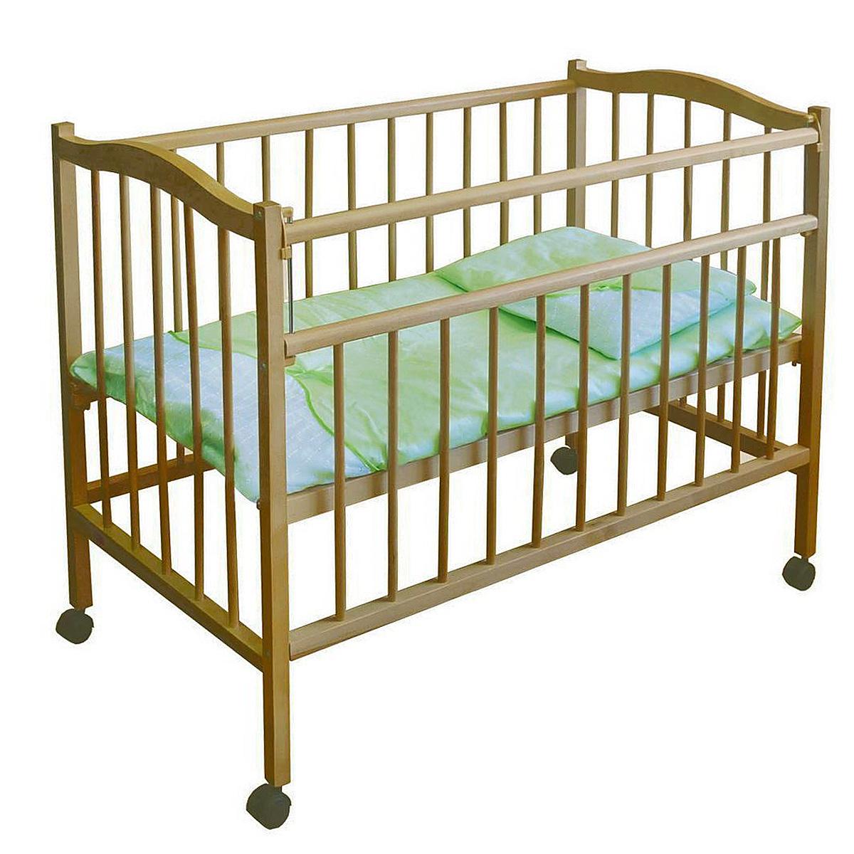 Кроватка детская Фея 203, из березы5510-02Детская кроватка Фея 203 изготовлена из массива березы. Такая кроватка отлично подходит для сна и отдыха малышей с первых дней жизни. Спинки, боковые стенки и днище кроватки реечные. Одна из боковых стенок оснащена опускающейся планкой. Кроватка имеет 4 колеса, два из которых оснащены стопорным механизмом.