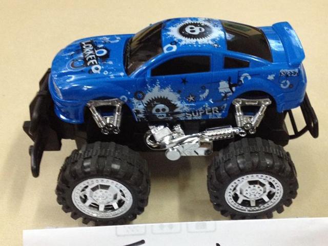 S+S Toys Машина инерционнаяEB36734Машина с инерционным механизмом. Нужно только откатить её назад и автоматически она поедет вперед, успешно преодолевая препятствия.Такой подарок порадует любого мальчика.