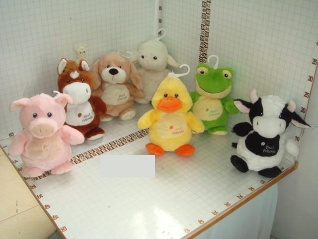Зоопарк Домашние животные, со звуком, 22 смL1008022В серии Домашние животные представлены милые и симпатичные зверушки:коровка,лягушенок,овечка, ципленок, лашадка,поросенок и собачка,которые понравятся любому ребенку.Так же каждая игрушка имеет озвучку.