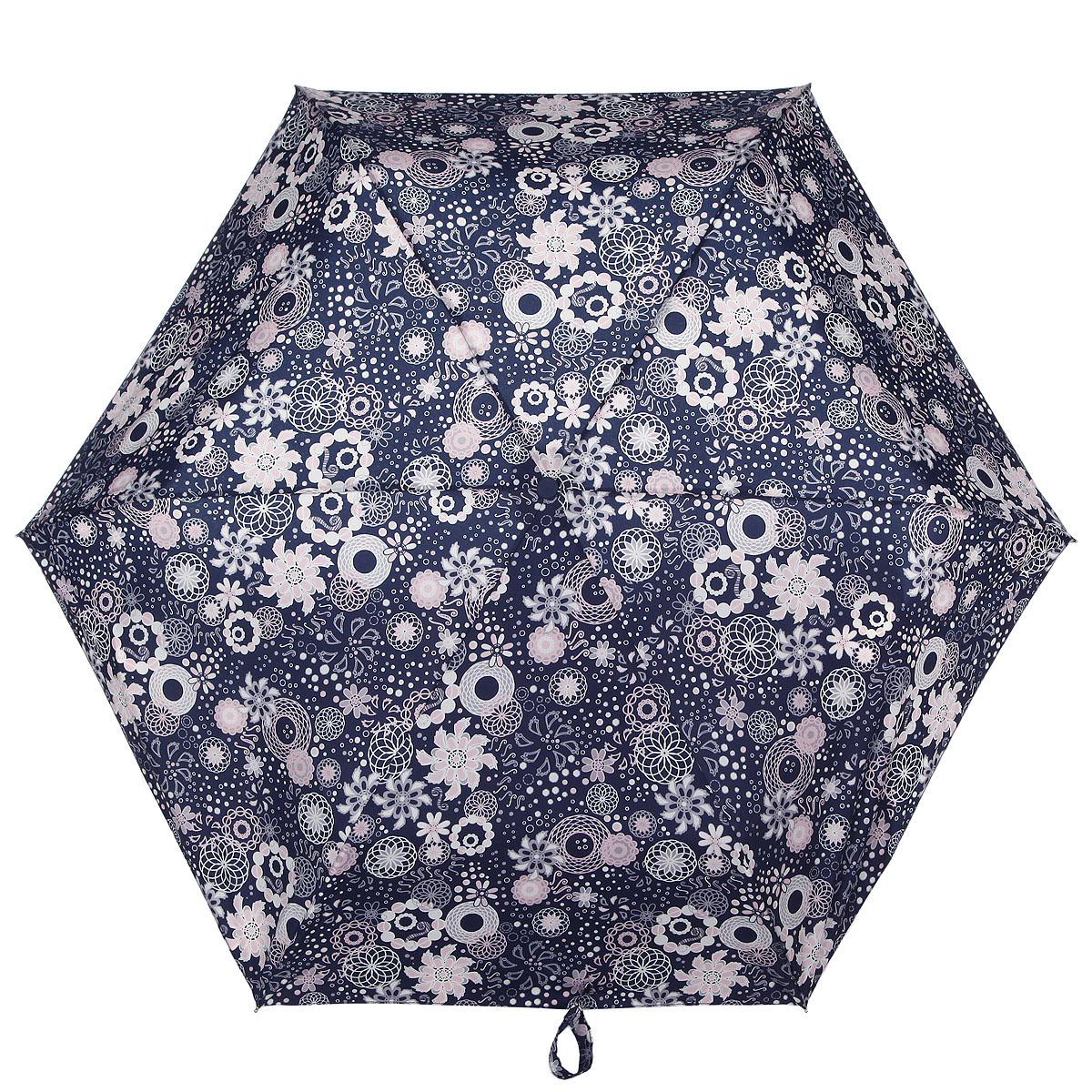 Зонт женский Fulton Superslim-2 Round. Spirograph, механический, 3 сложения, цвет: темно-синий, розовый, белый. L553-2823L553-2823Очаровательный механический зонт Superslim-2 Round. Spirograph в 3 сложения изготовлен из высокопрочных материалов. Каркас зонта состоит из 6 спиц и прочного алюминиевого стержня. Купол зонта выполнен из прочного полиэстера с водоотталкивающей пропиткой и оформлен изображением в виде цветов. Рукоятка изготовлена из пластика. Зонт имеет механический механизм сложения: купол открывается и закрывается вручную до характерного щелчка. Небольшой шнурок, расположенный на рукоятке, позволяет надеть изделие на руку при необходимости. Модель закрывается при помощи хлястика на застежку-липучку. К зонту прилагается чехол. Прелестный зонт не только выручит вас в ненастную погоду, но и станет стильным аксессуаром, который прекрасно дополнит ваш модный образ.