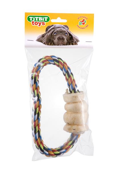 Игрушка с лакомством для собак Titbit Тяни-толкай. Кольцо, с рулетом из говяжьей кожи4255Оригинальная и привлекательная для собак комбинация игрушки (кольца из прочного хлопкового каната диаметром 18 мм) и ароматного натурального лакомства – рулета из говяжьей кожи. Структура каната и лакомства способствует укреплению десен, очищению зубов собаки от налёта и снижению риска образования зубного камня. Состав: Высушенные говяжья кожа, 100% хлопковый канат