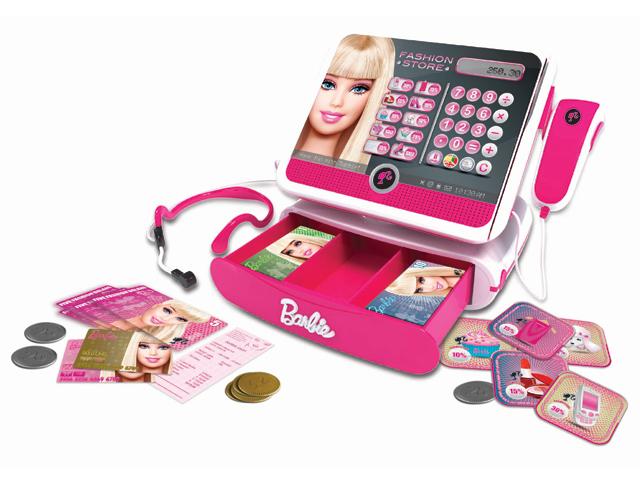 Касса «Модный магазин» с аксессуарами, озвученнаяBBCR2Касса Модный магазин с аксессуарами озвученная с батарейками в коробке Barbie BBCR2 - это чудесный подарок! При помощи красочный кассы Барби Ваша девочка сможет играть в магазин и продавать своим подружкам самые красивые платья и аксессуары! В комплекте вы найдете карточки, монетки, а самое главное, что касса озвученая. Теперь игра в магазин станет ещё более яркой и реалистичной! К тому же малышка сможет научиться считать при помощи кассового аппарата.