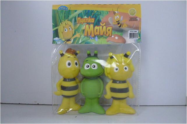 Пластизоль Майя, Вилли и БенGT7331В набор входит 3 фигурки , персонажей мультфильма Приключения пчёлки Майи: Майя, её друг трутень Вилли,,зелёный жук-навозник Бен. Высота фигурок - 9 см. Выглядят фигурки точно, как персонажи мультфильма, не возникает вопросов, кто есть кто. Замечательная компания насекомых из любимого мультика, отличного качества. Игрушки яркие и очень симпатичные выполнены из высококачественного пластизоля.