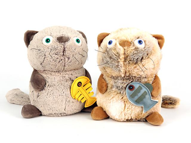 Кот Обжорка с рыбкойK38101A,BЗамечательный Кот обжорка с рыбкой - самый лучший подарок как для ребенка, так и для взрослого! Забавная игрушка сделана из приятного и очень мягкого материала, безвредного для малыша. С такой забавной игрушкой можно смело засыпать в кроватке или отправляться на прогулку.