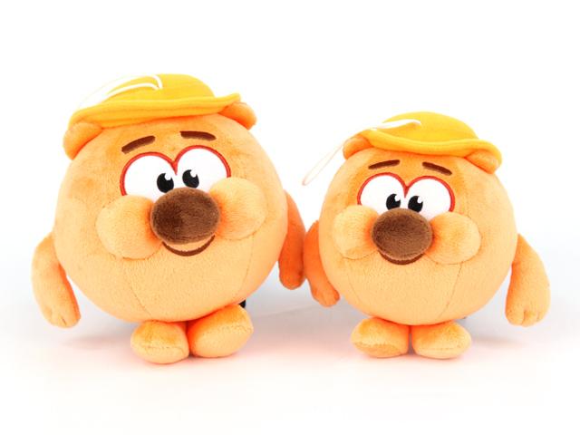 Мягкая игрушка Смешарики КопатычK25206A1Замечательная мягкая игрушка Копатыч из мультфильма СМЕШАРИКИ. Этот забавный плюшевый зверек произносит несколько фраз из мультфильма голосом любимого героя. Игрушка поможет научить малыша вежливости. Яркая и интересная, игрушка обязательно порадует вашего малыша и подарит ему отличное настроение. Работает от 3 х AG13 / LR44 (миниатюрные), входят в комплект. Высота 10 см.