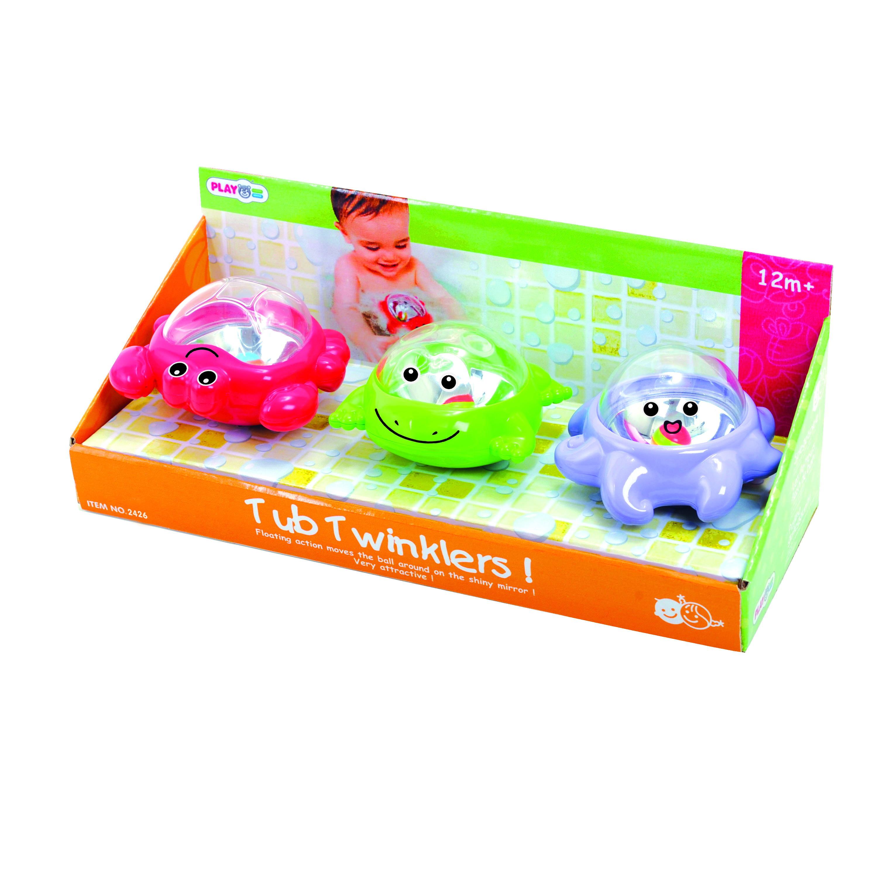 Playgo Активный центр для ванной - Мерцающие поплавки - 3штPlay 2421Детский игровой набор для ванной состоит из трёх симпатичных зверушек, на которых прикреплено безопасное зеркальце, спрятанное под прозрачным куполом, благодаря чему создаётся удивительный по красоте мерцающий эффект. Такой эффект возникает после того, как игрушки оказываются на воде. В комплект входят три поплавка в виде черепашки, крабика и рыбки.