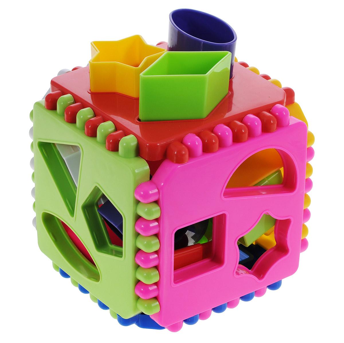 Развивающая игра-сортер Stellar Логический кубик. 0130701307Развивающая игра-сортер Stellar Логический кубик обязательно понравится вашему малышу и доставит ему много удовольствия от часов, посвященных игре с ней. Игрушка выполнена из высококачественного, безопасного пластика. Набор включает в себя кубик и 18 фигурок. Разноцветные грани кубика содержат отверстия разной формы. Каждой грани по цвету и форме отверстия соответствует определенная фигурка. Задача малыша - правильно подобрать соответствующие элементы. Логические игры вырабатывают умение узнавать и различать форму или изображение предмета, его цвет, развивают творческое и пространственное воображение, абстрактное мышление, а также учат классифицировать, обобщать и сравнивать. Порадуйте малыша такой яркой игрушкой!