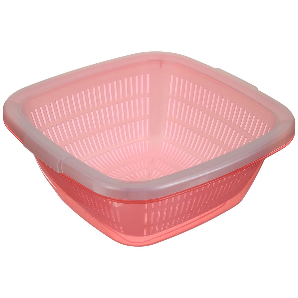 Дуршлаг Dunya Plastik, с поддоном, цвет: розовый, 4 л10221_ розовыйКвадратный дуршлаг Dunya Plastik, изготовленный из пластика, станет полезным приобретением для вашей кухни. Он идеально подходит для процеживания, ополаскивания и стекания макарон, овощей, фруктов. Дуршлаг оснащен поддоном, устойчивым основанием и удобными ручками по бокам. Дуршлаг Dunya Plastik займет достойное место среди аксессуаров на вашей кухне. Размер дуршлага по верхнему краю (с учетом ручек): 25,7 см х 25,2 см. Внутренний размер дуршлага: 21,7 см х 21,7 см. Высота стенки дуршлага: 10 см. Размер поддона: 25 см х 25 см х 10,5 см. Объем дуршлага: 4 л.
