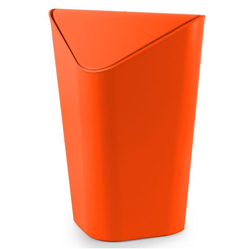 Контейнер для мусора Umbra Corner, цвет: оранжевый, 10 л086900-460Отсутствие пространства - проблема вашего дома? Ничего, ведь есть компактная и удобная корзина для мусора, которая сэкономит место даже в самых маленьких помещениях. Ванная комната, туалет, кабинет или кухня - уголок найдется везде. Удобная качающаяся крышка обеспечивает простоту использования и очистки корзины. Пожалуй, вы сами удивитесь, как обходились без такой удобной вещи! Объем: 10 литров.