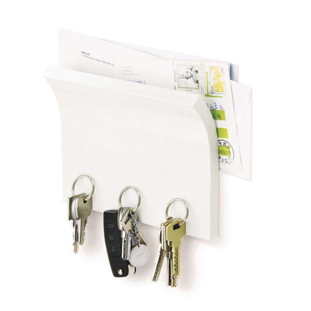 Держатель для ключей и писем Magnetter белый318200-660Невероятно удобная вещь! Когда вы приходите домой (или наоборот уходите), все самое необходимое всегда под рукой. Газеты и письма удобно умещаются в специально приготовленном для них месте, а ключи и другие металлические мелочи надежно закрепляются на магнитном основании держателя. В комплекте два шурупа и анкеры для гипсокартона, на которые вешается держатель. Материал: дерево; цвет: Белый