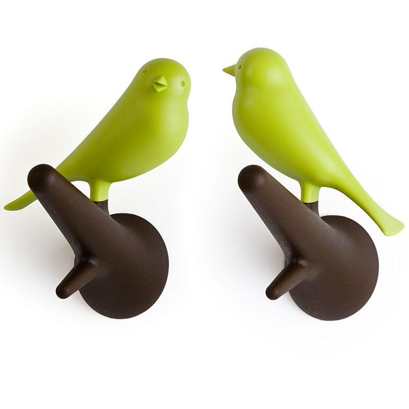 Набор настенных вешалок Qualy Sparrow, цвет: коричневый, зеленый, 2 штQL10067-BN-GNНабор настенных вешалок Qualy Sparrow изготовлен из пластика. В комплект входят два крючка с фигурками в виде птиц, которые надежно прикрепляются к стене с помощью шурупов. Такие вешалки создадут уникальную атмосферу и пригодятся дома, в офисе, магазине или кафе. Шурупы входят в комплект. Размер вешалки: 5 х 9 х 10,5 см.