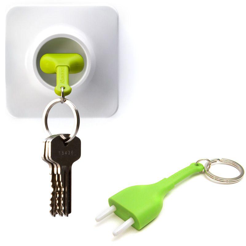 Брелок+держатель для ключа Unplug зеленыйQL10076-GNОригинальный брелок+держатель для ключа! Псевдо-розетка крепится к стене с помощью липучки, двустороннего скотча или шурупов, а псевдо-вилка является брелком. Когда Вы не дома, то с Вами всегда ключи на силиконовой вилке, когда Вы дома просто воткните вилку в розетку и Вы ни за что не потеряете Ваши ключи! Материал: пластик/силикон; цвет: зеленый