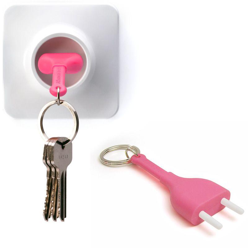 Брелок+держатель для ключа Unplug розовыйQL10076-PKОригинальный брелок+держатель для ключа! Псевдо-розетка крепится к стене с помощью липучки, двустороннего скотча или шурупов, а псевдо-вилка является брелком. Когда Вы не дома, то с Вами всегда ключи на силиконовой вилке, когда Вы дома просто воткните вилку в розетку и Вы ни за что не потеряете Ваши ключи! Материал: пластик/силикон; цвет: розовый