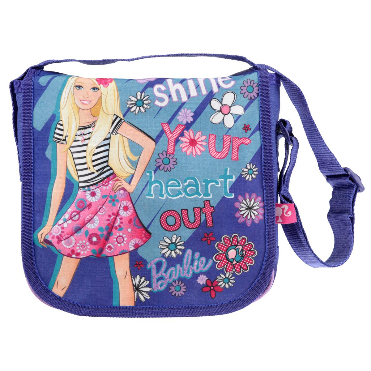 Сумочка детская Barbie, цвет: фиолетовыйBRCB-UT4-4022Стильная детская сумочка Barbie, оформленная изображением известной игрушки Барби, несомненно, понравится вашей малышке. Сумочка имеет одно вместительное отделение, закрывающееся на металлическую застежку-молнию и клапаном на липучках, что дает дополнительную сохранность содержимого сумочки. Сумочка оснащена регулируемым по длине ремнем для переноски, благодаря чему подойдет детям любого роста. Окантовка сумки выполнена из плотной текстильной каймы. Каждая юная поклонница популярной серии игрушек, будет рада такому аксессуару. Предназначено для детей 7-10 лет.
