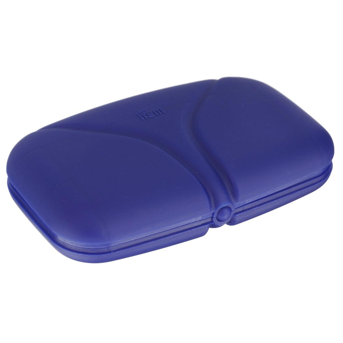 Швейный набор Prym, для путешествий и домашнего хозяйства, цвет: фиолетовый651239Швейный набор Prym состоит из пришивных кнопок, пуговиц для рубашки, трех игл для шитья, нитей разных цветов, булавок, нитевдевателя, английских булавок, ножниц, измерительной ленты, распарывателя швов, булавки для протягивания резинки, наперстка, ножниц. Предметы набора хранятся в пластиковом чехле. Этот компактный набор станет не заменимым помощником в путешествиях и командировках. Размер игл: №18-24. Размер ножниц: 8,5 см х 4,5 см х 0,3 см. Длина игл: 3,8 см; 3,4 см. Длина распарывателя: 6,5 см. Длина ленты: 1,5 м. Размер чехла: 13 см х 8 см х 2,5 см.