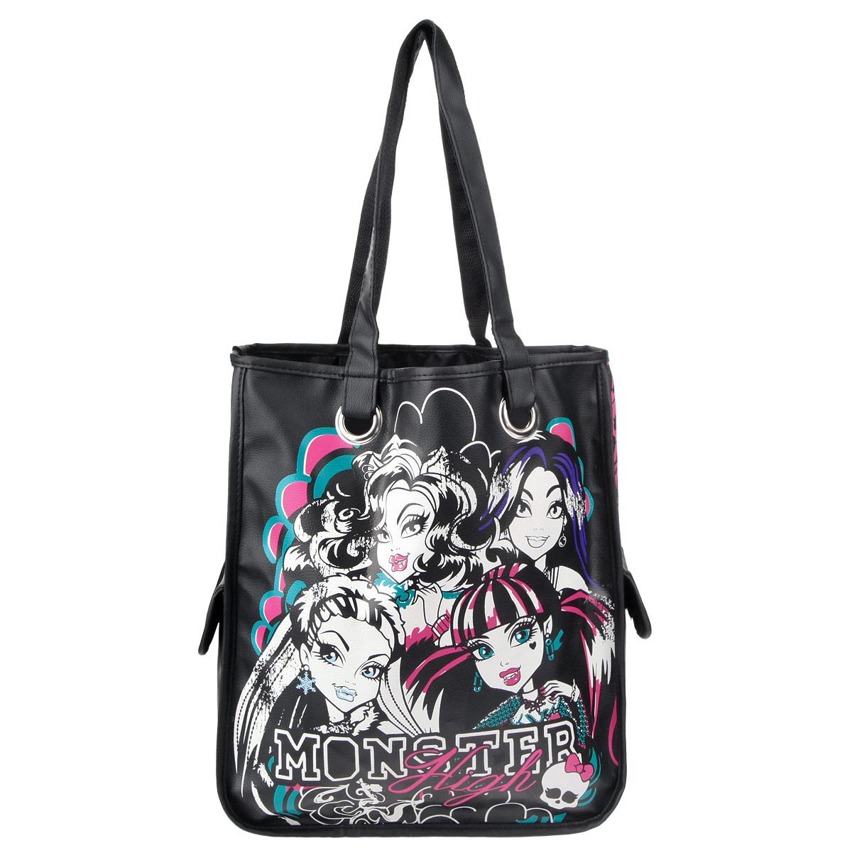 Сумка детская Monster High, цвет: черный, розовыйMHBB-RT3-4493Эффектная детская сумка Monster High обязательно понравится вашему ребенку. Сумочка выполнена из легкого текстильного материала и украшена ярким принтом с изображением героев одноименного популярного мультсериала. Сумка имеет одно большое внутреннее отделение и два боковых кармана на липучке. Яркую сумку с длинными текстильными ручками можно носить как в руках, так и на плече.