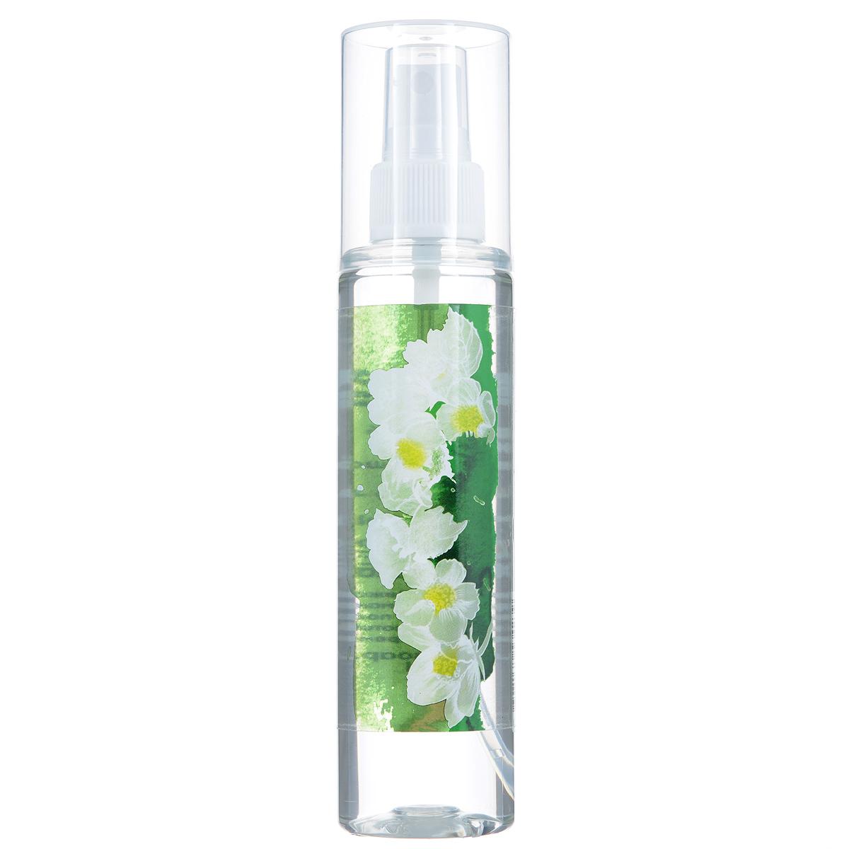 Зейтун Гидролат Жасмин, 125 млZ3803Лучше всего цветочная вода жасмина подходит для сухой и чувствительной кожи, она тонизирует её и успокаивает, увлажняет. Придаёт эпидермису необходимую мягкость и эластичность, активизирует важные процессы обмена веществ. Для усиления эффекта рекомендуем чередовать с гидролатом розы дамасской. Гидролат жасмина вы также можете использовать и другими способами: • добавлять в воду, когда принимаете ванну, • для снятия макияжа и умывания, • применять как ополаскиватель после мытья волос, чтобы разгладить пряди и облегчить их расчёсывание, • для ароматизации тела и волос, • наносить перед применением крема или косметического масла, ради подготовки кожи и усиления воздействия средства, • использовать для тонизации кожи после скраба или пилинга, • разводить сухие глиняные маски, улучшая их эффект и придавая коже цветочный запах. Цветочная вода жасмина полностью натуральна, поэтому чувствительна к свету, высоким температурам и микроорганизмам, и храниться она может не более 12...