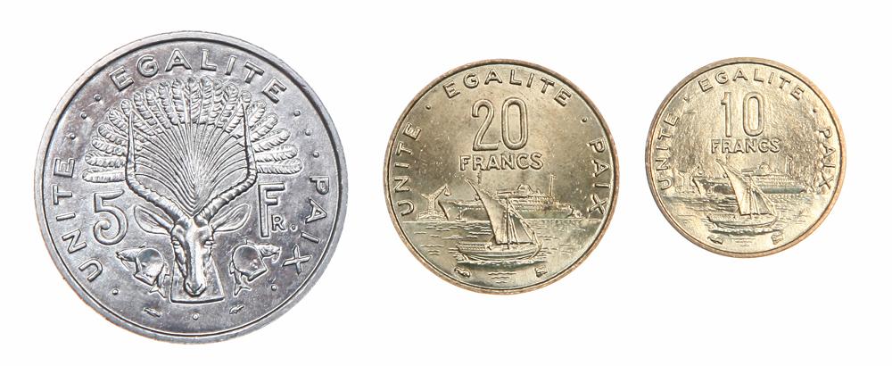 Набор из 3 монет. Джибути, 1991 - 1999 гг.401306В комплект вошли: 1. 5 франков. 1991 год Диаметр 3,1 см. 2. 10 франков. 1999 год Диаметр 2 см. 3. 20 франков. 1999 год Диаметр 2,8 см.