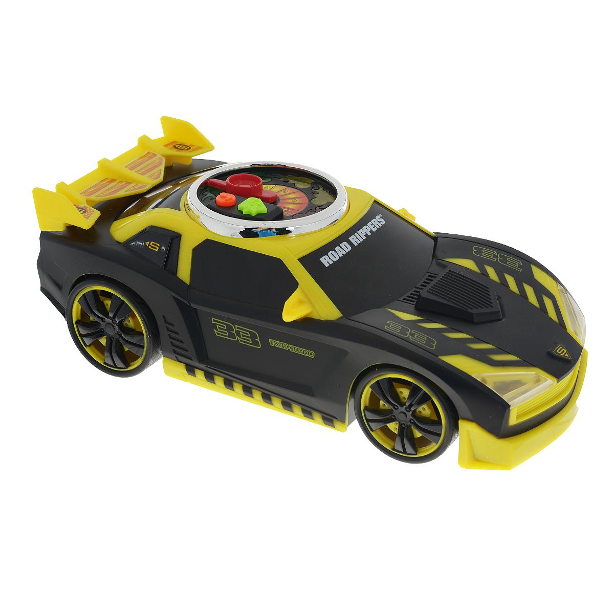 Road Rippers Машинка Turbo Revver цвет желтый черный33490TS_желтый/черныйЯркая машинка Road Rippers Turbo Revver со звуковыми и световыми эффектами, несомненно, понравится вашему ребенку и не позволит ему скучать. Игрушка выполнена в виде стильной гоночной машины. При нажатии на кнопки, расположенные на крыше, воспроизводятся звуки работающего двигателя, играет музыка, а фары машинки начинают светиться. Малыш сможет почувствовать себя настоящим гонщиком, разгоняя машинку - для этого нужно несколько раз повернуть стрелку на спидометре на крыше автомобиля. С каждым поворотом на экране спидометра будет загораться огонек и раздадутся звуки двигателя. Нажмите на кнопку GO, и колесики машинки начнут вращаться с характерными звуками, а диск на ее крыше будет мерцать разноцветными огоньками. Ваш ребенок часами будет играть с машинкой, придумывая различные истории и устраивая соревнования. Порадуйте его таким замечательным подарком! Рекомендуется докупить 3 батарейки напряжением 1,5V типа AА (товар комплектуется демонстрационными).