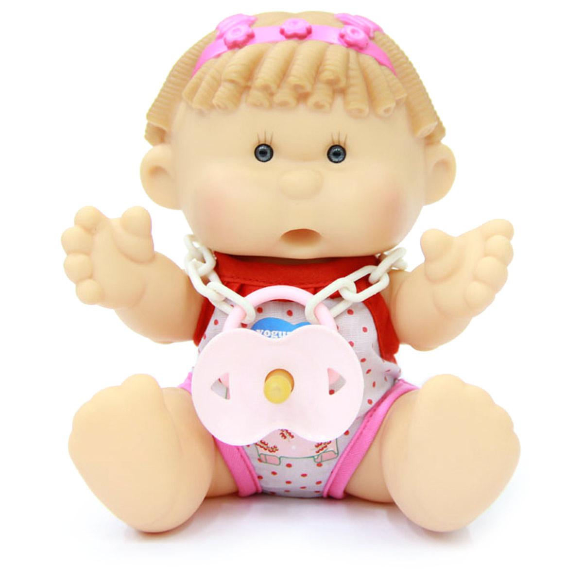Yogurtinis Пупс Инесс Смородина15002-4Кукла-пупс Yogurtinis Инесс Смородина - порадует вашу малышку и доставит ей много удовольствия от часов, посвященных игре с ней. Пупс - симпатичная и ароматизированная игрушка, от которой исходит приятный и ненавязчивый аромат смородины. На шее у Инесс имеется соска на пластиковой цепочке, которую можно вставить в ротик пупсу. Кукла выполнена из резины, что позволяет брать ее с собой во время купания или же просто искупать отдельно. Части тела у пупсика подвижные, поэтому он может принимать разнообразные положения. Пупс упакован в пластиковую фирменную баночку. Каждая девочка сможет подобрать себе пупса Yogurtinis, ориентируясь на свои «фруктовые» предпочтения. Игра с куклой разовьет в вашей малышке чувство ответственности и заботы. Порадуйте свою принцессу таким великолепным подарком.