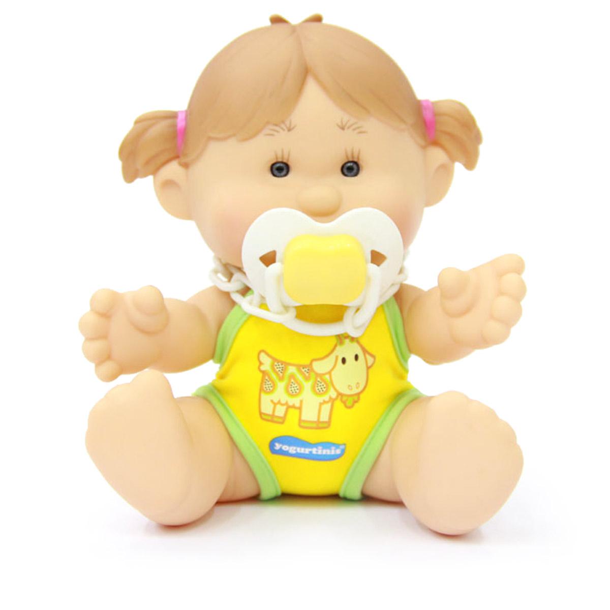 Yogurtinis Пупс Майа Папайя15002-6Кукла-пупс Yogurtinis Майа Папайя - порадует вашу малышку и доставит ей много удовольствия от часов, посвященных игре с ней. Пупс - симпатичная и ароматизированная игрушка, от которой исходит приятный и ненавязчивый аромат папайи. На шее у Майи имеется соска на пластиковой цепочке, которую можно вставить в ротик пупсу. Кукла выполнена из резины, что позволяет брать ее с собой во время купания или же просто искупать отдельно. Части тела у пупсика подвижные, поэтому он может принимать разнообразные положения. Пупс упакован в пластиковую фирменную баночку. Каждая девочка сможет подобрать себе пупса Yogurtinis, ориентируясь на свои «фруктовые» предпочтения. Игра с куклой разовьет в вашей малышке чувство ответственности и заботы. Порадуйте свою принцессу таким великолепным подарком.